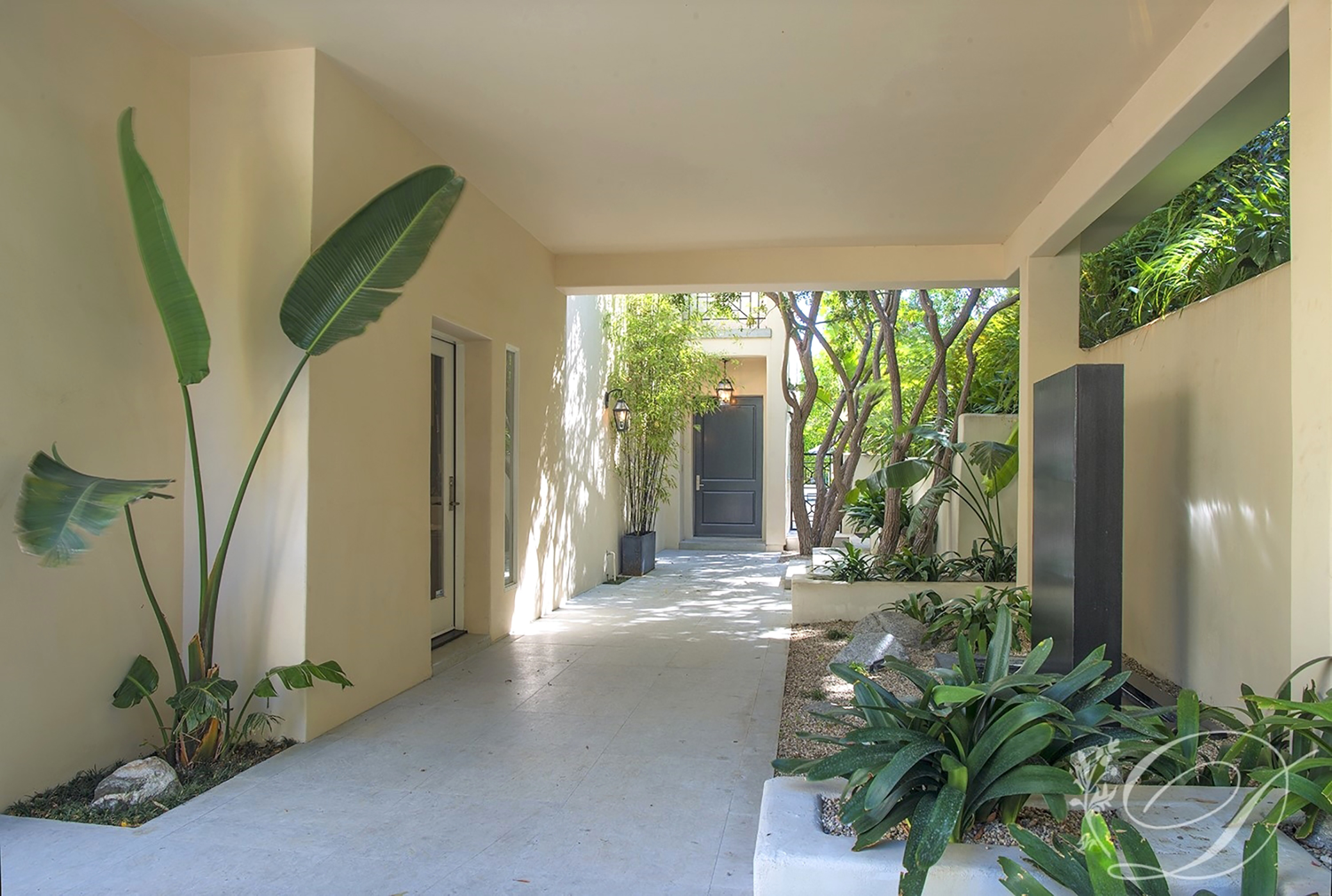 001_Exterior-_Beverly-Hills-Contemporary-Front-Entry-(2)