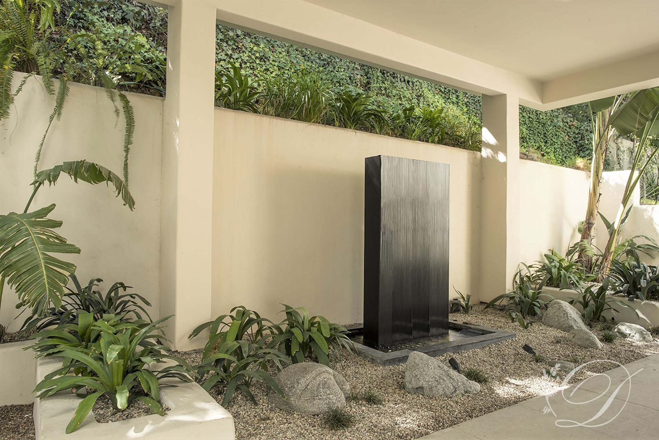003_Exterior_Beverly-HIlls-Contemporary-Entry-Fountain-